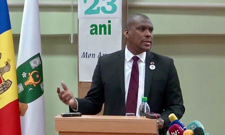 Ambassador Hogan delivers a speech at to students at the International Relations Department (FRISPA)